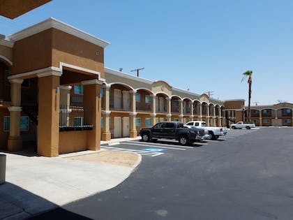 Parking | Days Inn by Wyndham El Centro