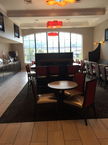 Breakfast Area | Holiday Inn Express Hotel & Suites Pittsburgh-South Side