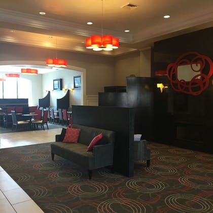 Lobby Sitting Area | Holiday Inn Express Hotel & Suites Pittsburgh-South Side