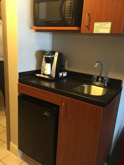 In-Room Kitchenette | Holiday Inn Express Hotel & Suites Pittsburgh-South Side