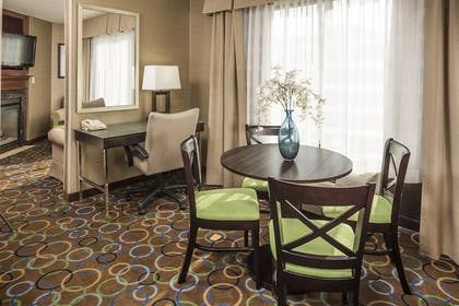 Room | Holiday Inn Express Hotel & Suites Manchester Airport