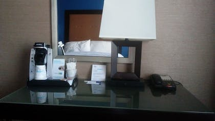 Guestroom | Holiday Inn Express Hotel & Suites Manchester Airport