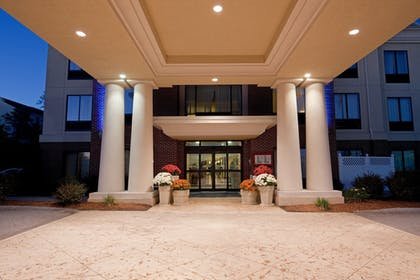 Exterior | Holiday Inn Express Hotel & Suites Manchester Airport