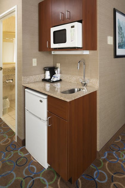 In-Room Kitchenette | Holiday Inn Express Hotel & Suites Manchester Airport