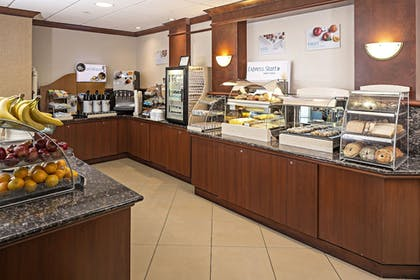Restaurant | Holiday Inn Express Hotel & Suites Manchester Airport