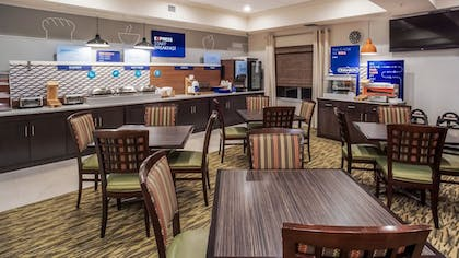Breakfast Area | Holiday Inn Express Hotel & Suites New Tampa I-75