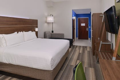 Guestroom | Holiday Inn Express & Suites Raleigh NE - Medical Ctr Area