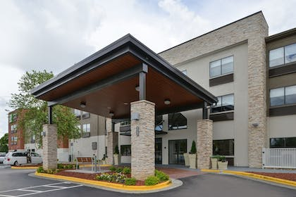 Exterior | Holiday Inn Express & Suites Raleigh NE - Medical Ctr Area