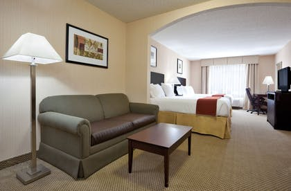 Guestroom   Holiday Inn Express Hotels and Suites Dayton North Tipp City