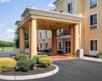 Hotel Entrance   Comfort Inn And Suites