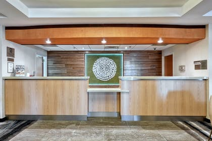 Lobby | Fairfield Inn & Suites by Marriott Woodbridge