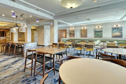Restaurant | Fairfield Inn & Suites by Marriott Woodbridge