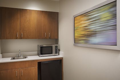 Guestroom | Holiday Inn Grand Rapids Airport