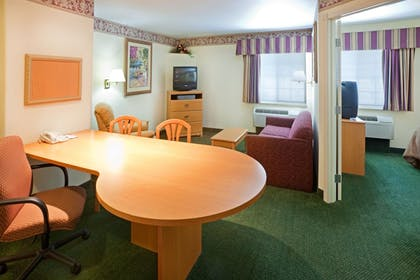 Living Area | Candlewood Suites Tyler