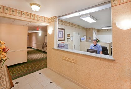Lobby | Candlewood Suites Tyler