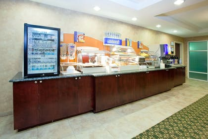 Restaurant | Holiday Inn Express Hotel & Suites Concord