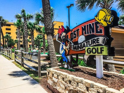 Mini-Golf | Camelot By The Sea by Oceana Resorts