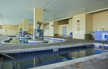 Outdoor Spa Tub | Camelot By The Sea by Oceana Resorts