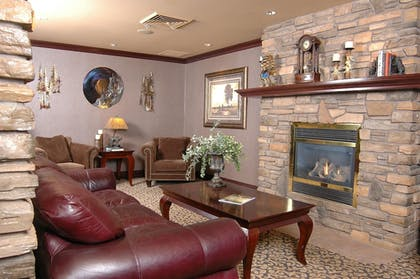 Lobby Sitting Area | Holiday Inn Express Hotel & Suites McCall-The Hunt Lodge