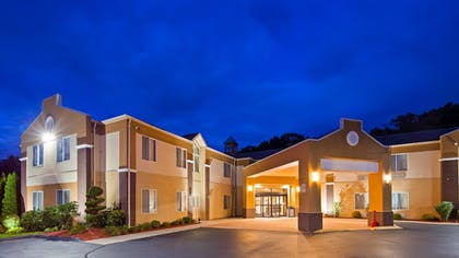 Hotel Front | Best Western Plus New England Inn & Suites