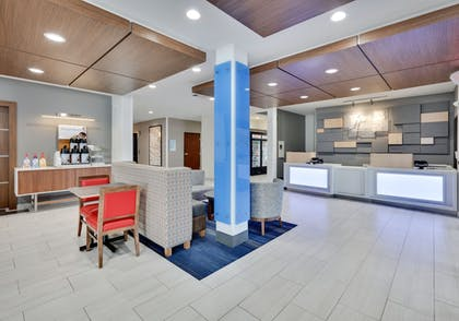 Lobby | Holiday Inn Express Hotel & Suites Duncanville