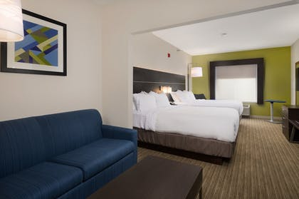Guestroom | Holiday Inn Express Hotel & Suites Independence-Kansas City
