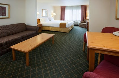 Living Area | Holiday Inn Express & Suites Yankton