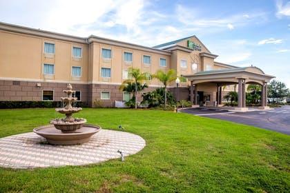 Exterior | Holiday Inn Express Hotel & Suites Cocoa
