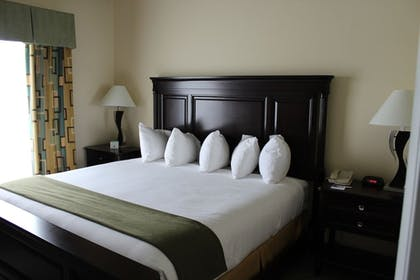 Guestroom | Holiday Inn Express Hotel & Suites Cocoa