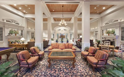 Lobby Sitting Area | Cypress Bend Resort Best Western Premier Collection
