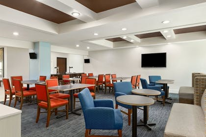 Restaurant | Holiday Inn Express Hotel & Suites Florence I-95 at Hwy 327