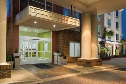 Exterior | Holiday Inn Express Hotel & Suites Florence I-95 at Hwy 327
