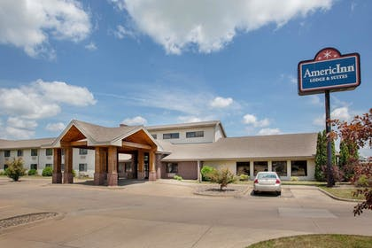 Featured Image | AmericInn by Wyndham Muscatine