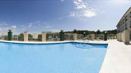 Outdoor Pool | Plaza Inn and Suites