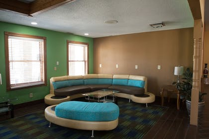 Lobby Sitting Area | Quality Inn & Suites Bedford West