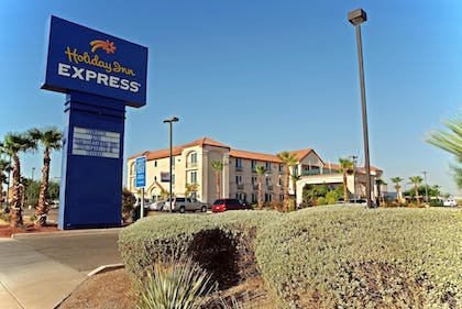 Hotel Front | Holiday Inn Express Calexico