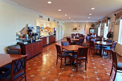Breakfast Area | Holiday Inn Express Calexico