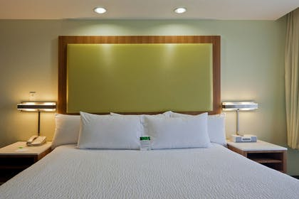 Guestroom | SpringHill Suites by Marriott Lansing West