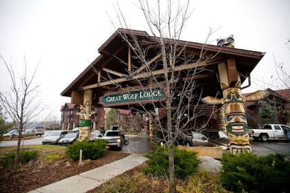 Hotel Front   Great Wolf Lodge Traverse City