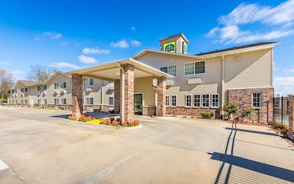 Hotel Entrance | Wamego Inn and Suites