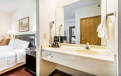Guestroom | Wamego Inn and Suites
