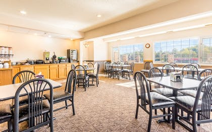 Breakfast Area | Wamego Inn and Suites