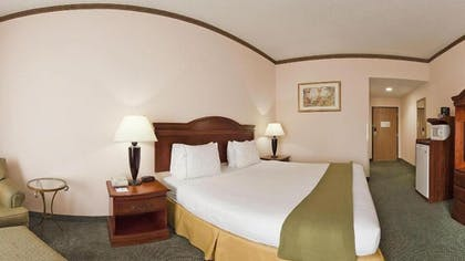 Guestroom | Holiday Inn Express Hotel & Suites Cleveland