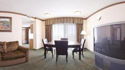Living Area | Holiday Inn Express Hotel & Suites Cleveland