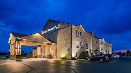 Hotel Front | Best Western Plus Howe Inn