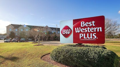 Hotel Front | Best Western Plus Executive Hotel & Suites