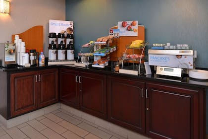 Restaurant | Holiday Inn Express & Suites North Lima