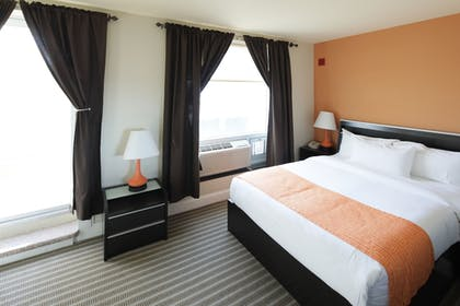 Guestroom |  | Howard Johnson by Wyndham Long Island City