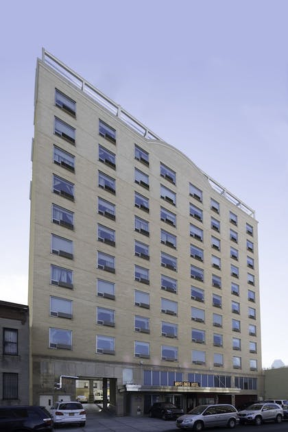 Exterior |  | Howard Johnson by Wyndham Long Island City
