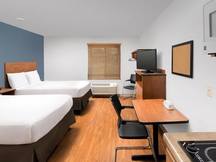Guestroom | WoodSpring Suites Cleveland Airport